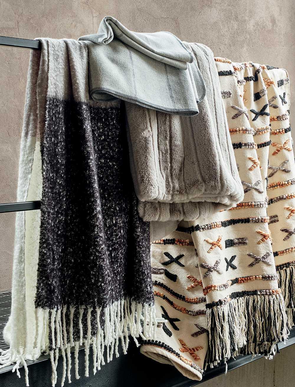 Modern Throw Pillows Poufs Amp Decorative Throw Blankets Cb2