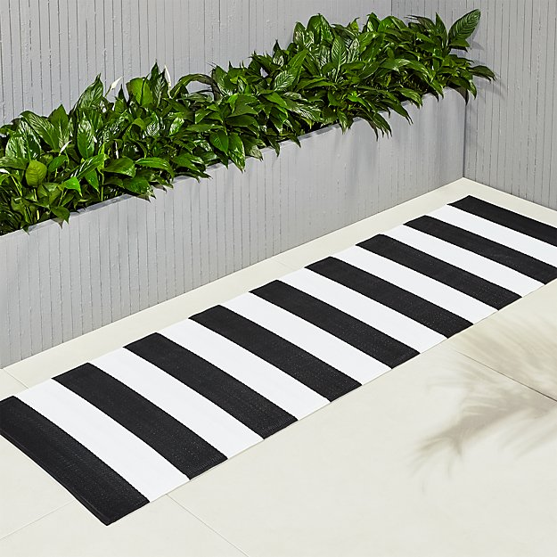 Black and White Outdoor Runner 2.5'x8' - Image 1 of 5