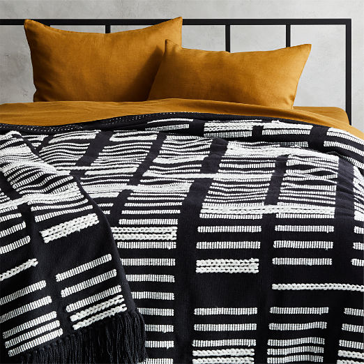 Hydrus Black and White Blanket