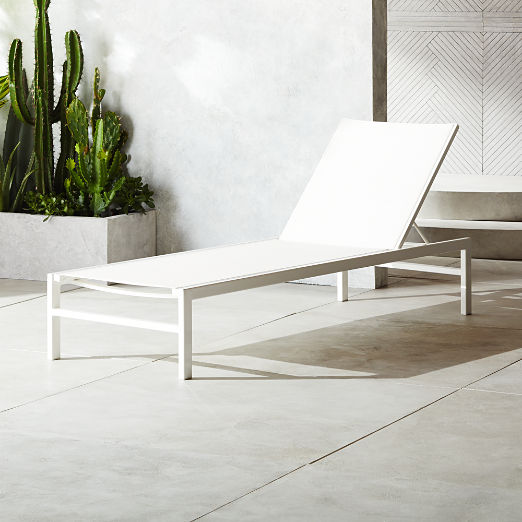 Idle II White Sun Lounger