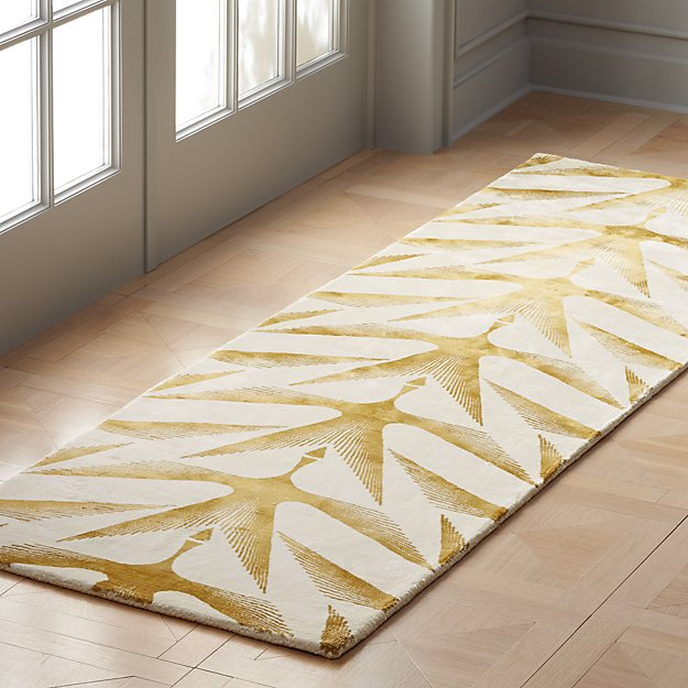 Pacey Ivory and Gold Runner 2.5'x8' - Image 1 of 3
