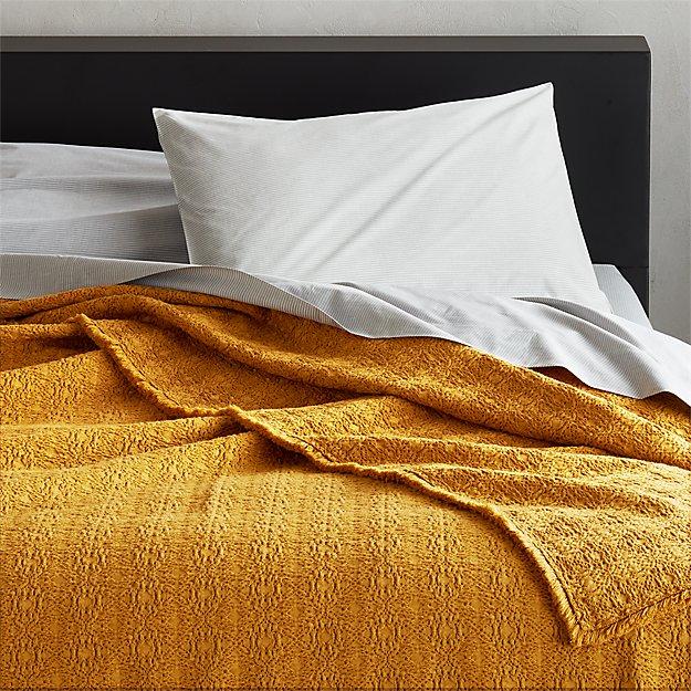 Prelada Golden Blanket - Image 1 of 5