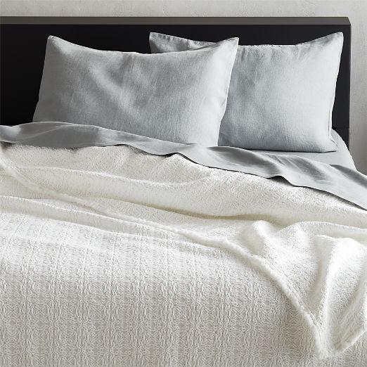 Prelada White Blanket
