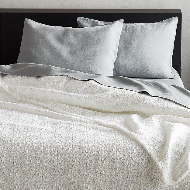 Prelada White Blanket - Image 1 of 2